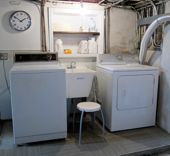 Zero Dollar Laundry Room Makeover